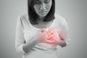 血中のコレステロールが増えると血流が悪くなり、血栓ができやすくなります。 血栓が溜まると、動脈硬化や脳梗塞、心筋梗塞など重大な疾患に繋がるのです。