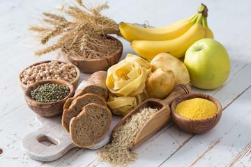 脳や筋肉のエネルギー源として、最も多く消費される栄養素が糖質です。 私たちが活動する上で欠かせません。