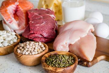 タンパク質には、皮膚や脳、髪の毛など体の様々な部位の形成する役割があります。 当然、それは胎児の体の形成にも欠かせません。