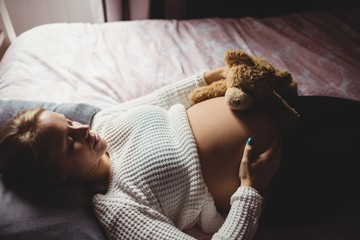 ミドリムシを過剰摂取すると下痢や腹痛の原因となるので、妊娠初期は特に注意しましょう。