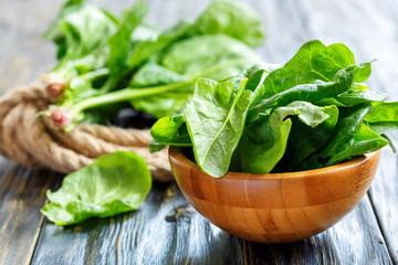 細胞壁があるため、白菜やほうれん草、小松菜などの野菜(植物)の吸収率はそれほど高くはありません。
