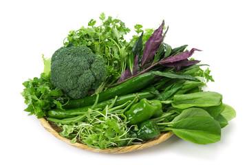 クロロフィルは緑色色素です。 つまり、緑色の食材、「緑黄色野菜」には豊富に含まれています。