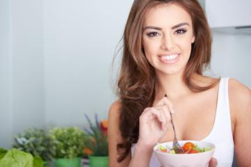 美容の原点はバランスのいい栄養補給。ミドリムシには59種類もの栄養素が含まれている。
