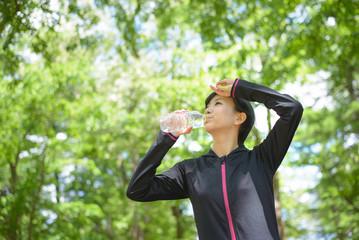 水分不足と運動不足で便秘になる。