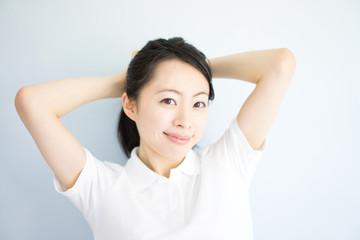 髪をまとめておくだけで、髪を軽く払うだけでも花粉対策に繋がります。