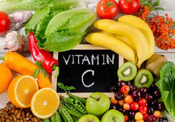 ビタミンCはコラーゲンの合成、ビタミンEは活性酸素の除去に効果がある